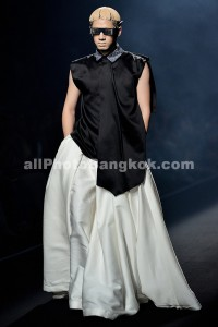 Elle-Fashion-Week-Bangkok-Hooks-by-Prapakas-2013-October-05