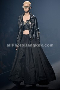 Elle-Fashion-Week-Bangkok-Hooks-by-Prapakas-2013-October-18